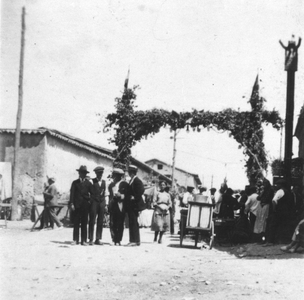 Historia de Sanse: Calle Real engalanada