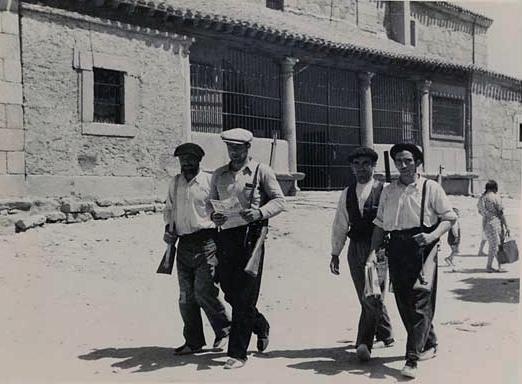 Milicianos-custodiando-el-orden (AGA)