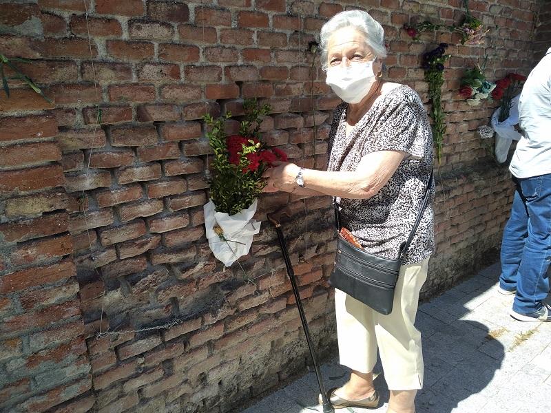 Ofrenda floral a las víctimas del franquismo en cementerio del Este